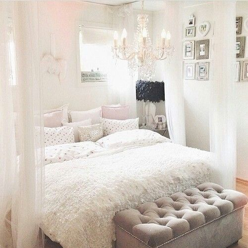 25 Minimalist Bedroom Styling Ideas For White Interiors