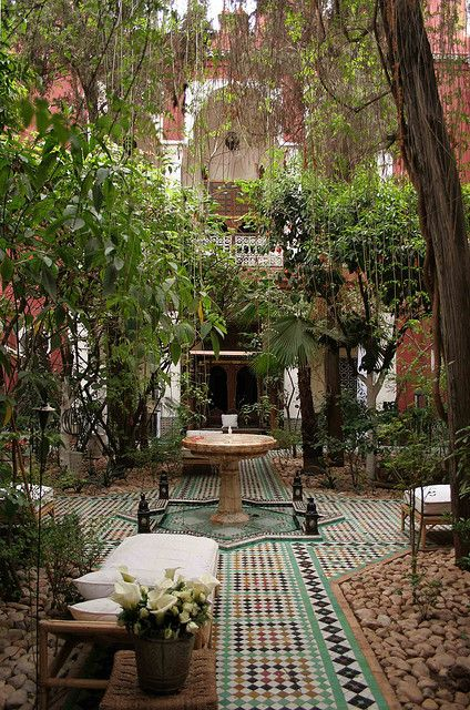 25 super cute small garden ideas for gardening lovers for Moroccan style garden ideas